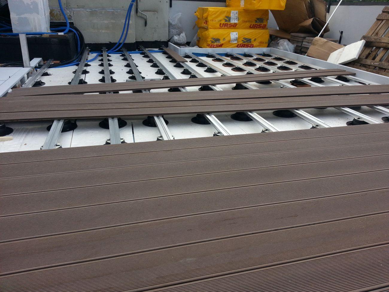 Parquet per esterni soriano pavimenti in legno for Divanetto in legno per esterno