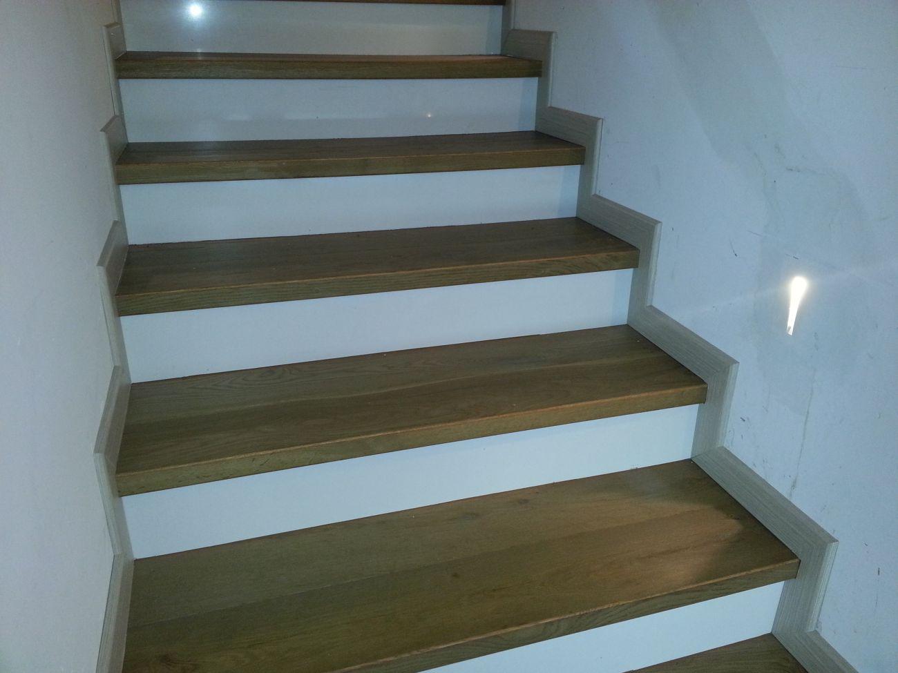 Piastrelle scale interne scale per interni in legno scale for Mattonelle per scale interne