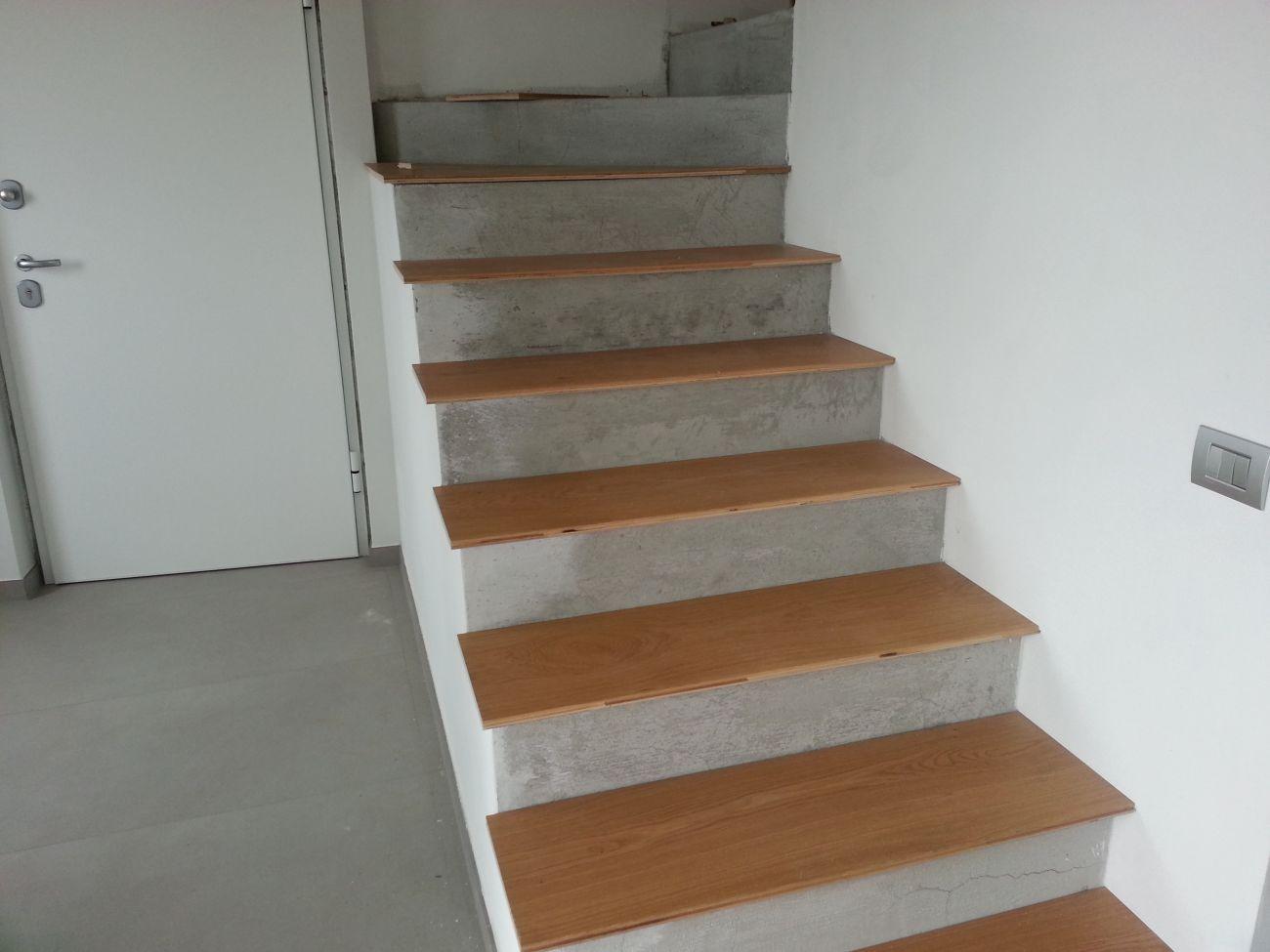 Rivestimento in legno per gradini soriano pavimenti in legno - Rivestimenti scale esterne ...