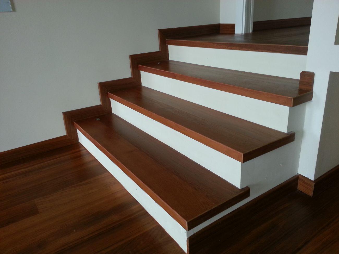 Rivestimento in legno per gradini soriano pavimenti in legno - Scale rivestite in legno per interni ...